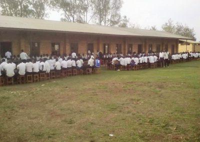 Alunni nel cortile della scuola (5)